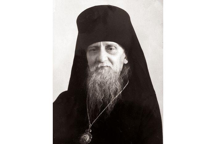 Священноисповедник Афанасий (Сахаров), духовный отец отца Кирилла (Павлова), в заключении провел в общей сложности 33 года