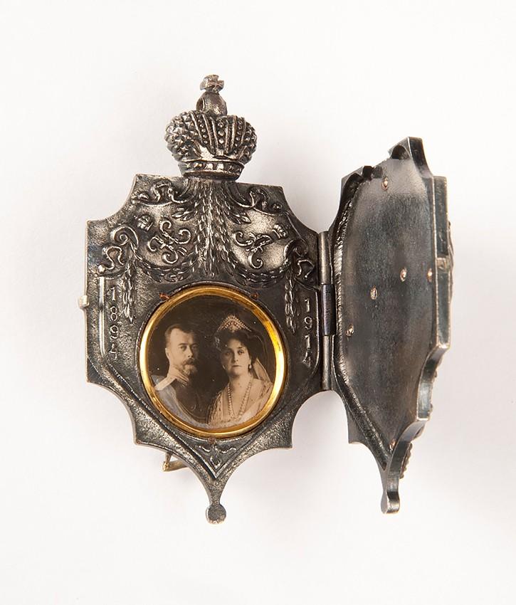 Знак в память 20-летия свадьбы Николая II и Александры Федоровны