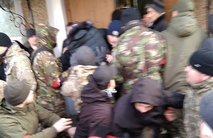 Радикалы и раскольники избили прихожан и захватили храм Украинской Православной Церкви в Тернопольской области