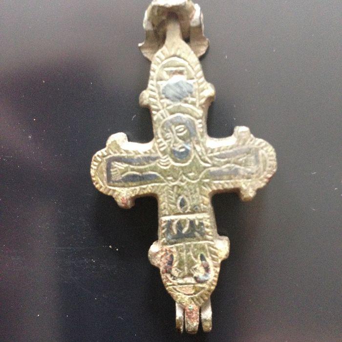 Древнерусские кресты-энколпионы. XI–XIII века