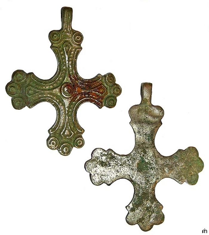 Нательные кресты «скандинавского типа». X–XII века