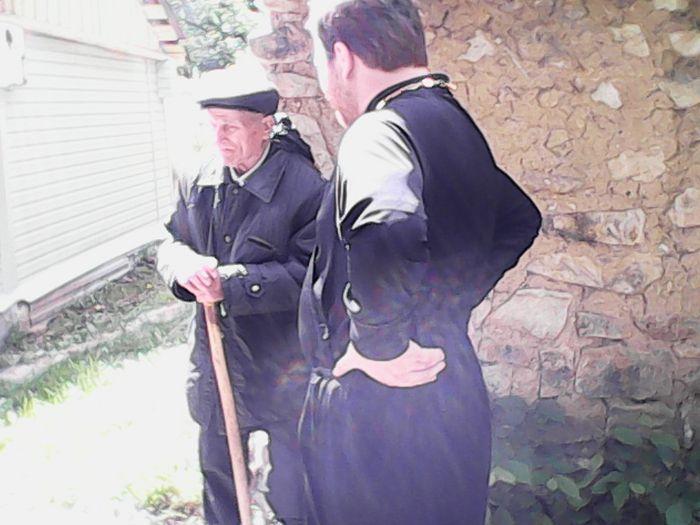 Со стариком у купели источника Серафима Саровского