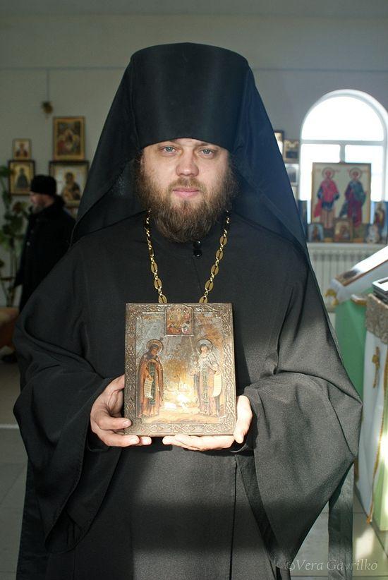 Со старинной иконой преподобных Германа и Сергия Валаамских