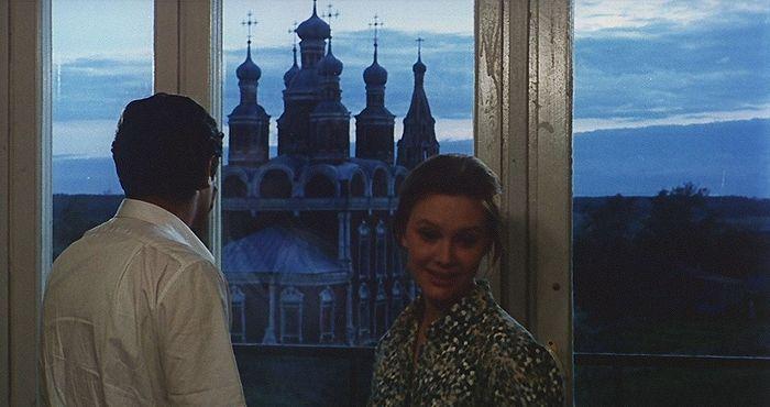 Кадр из фильма «Подсолнухи», 1970, спиной Марчелло Мастрояни
