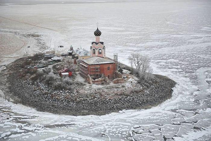 В Спасо-Каменном Преображенском монастыре Вологодской митрополии начнутся работы по восстановлению собора