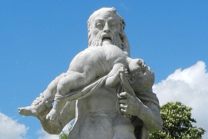 Статуя «бога» Кроноса, пожирающего своих детей. Дворец Нимфенбург. Мюнхен, Германия