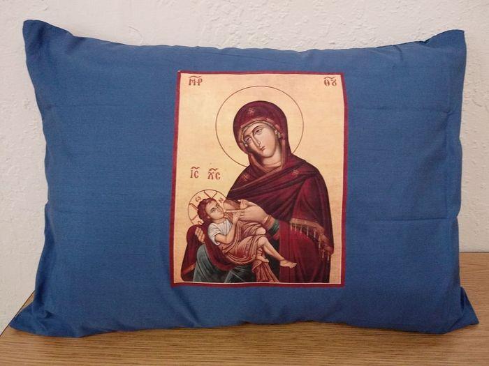 Подушка с иконой «Млекопитательницы». Официальный магазин храма свв. Петра и Павла