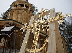 Cross blessed and erected on restored church at Royal Passion-Bearers Monastery in Ganina Yama