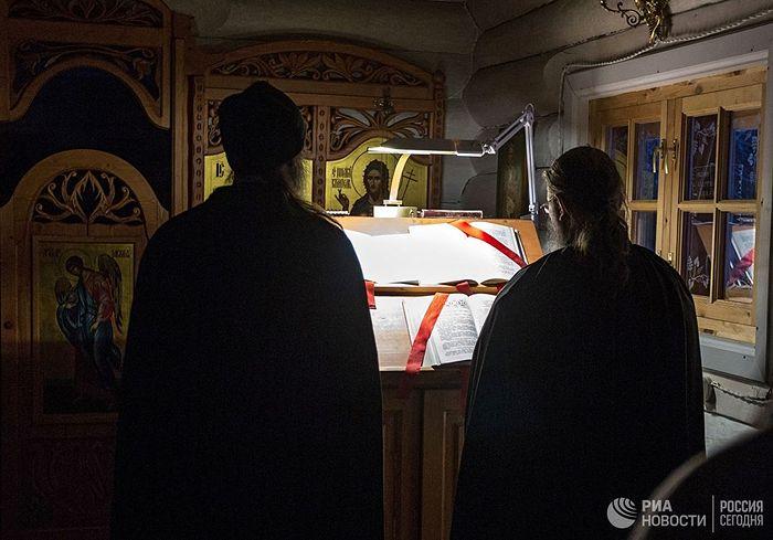 Служба у храму св. Јована Претече.
