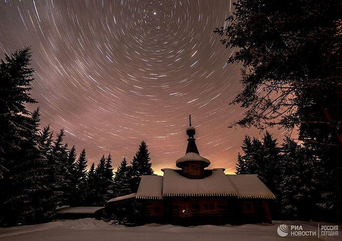 Звездано небо изнад храма св. Јована Претече.