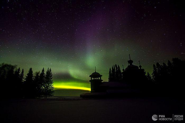 Ноћ и северна поларна светлост.
