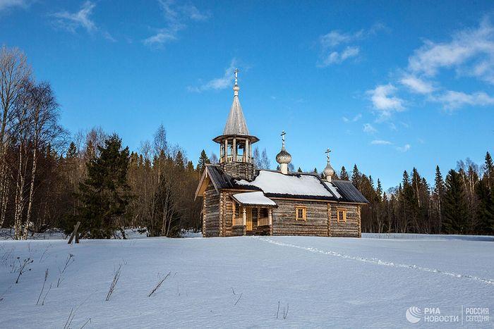 Клименецкий Свято-Троицкий монастырь на острове Большой Климецкий в Медвежьегорском районе