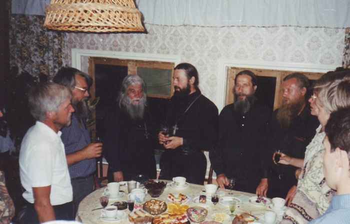 Владимир Мартышин (второй слева), архимандрит Афанасий, игумен Иоанн (Титов), Борис Украинцев (ныне протоиерей)