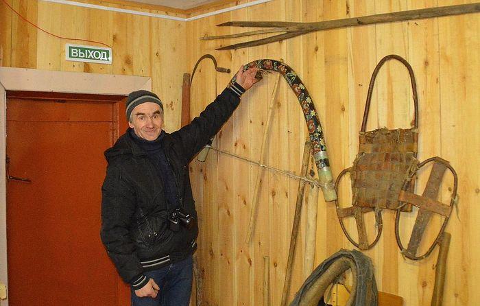 Николай Александрович Гунин показывает згу