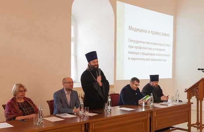 В Москве обсудили взаимодействие Церкви и медицинского сообщества при оказании помощи зависимым