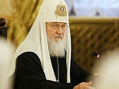 Patriarch Kirill: Clergy families should be focus of clergy and their hierarchs