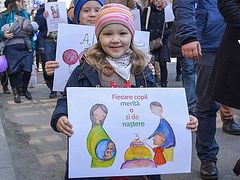 Thousands march for life in 600 cities throughout Romania, Moldova