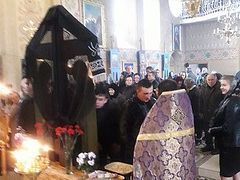 Drunken activists and schismatic priest attack Ukrainian priest, scream at him to return to Romania