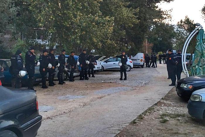 полиција опкољава крстионицу на Превлаци