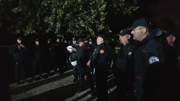 ноћни десант полиције на светињу