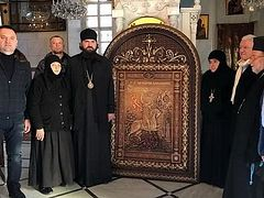 More than 20 carved icons gifted to Syria from Russia