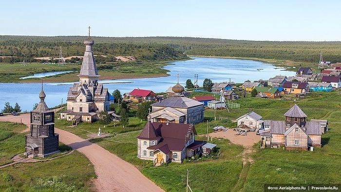 Церковь Успения Пресвятой Богородицы Варзуга. Мурманская область. Фото: aerialphoto.ru