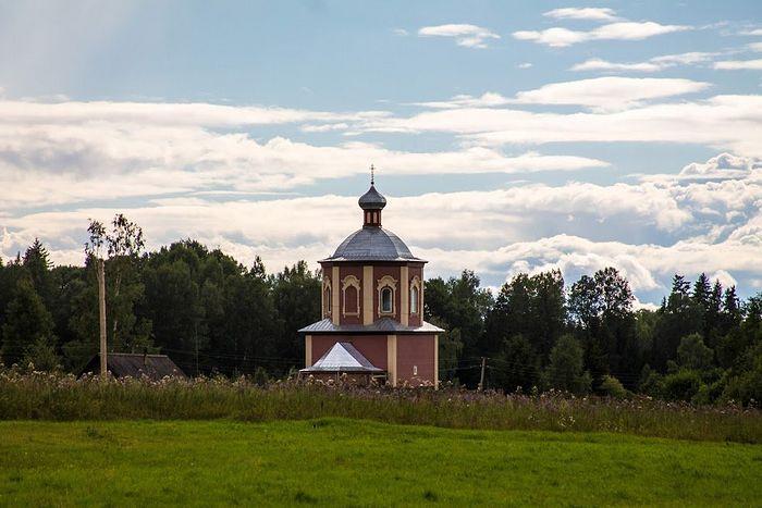 Свято-Троицкий храм в деревне Озерец