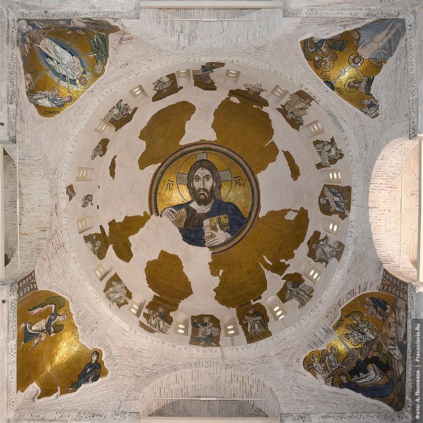Господь Вседержитель. Мозаика под куполом