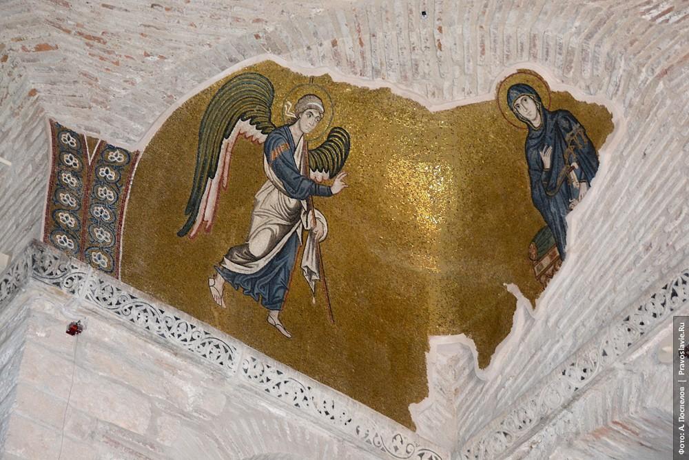 Благовещение Пресвятой Богородицы. Мозаика в тромпе
