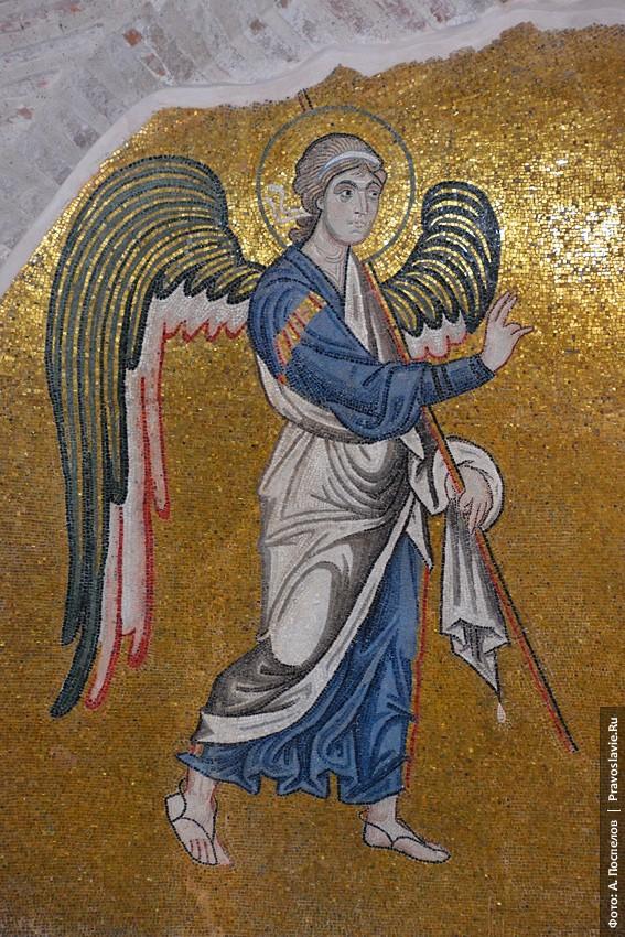 Ευαγγελισμός της Υπεραγίας Θεοτόκου. Αρχάγγελος Γαβριήλ. Ψηφιδωτό στο βορειοανατολικό ημιχώνιο