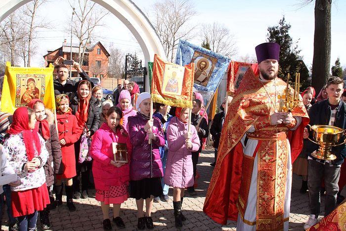 A children's cross procession