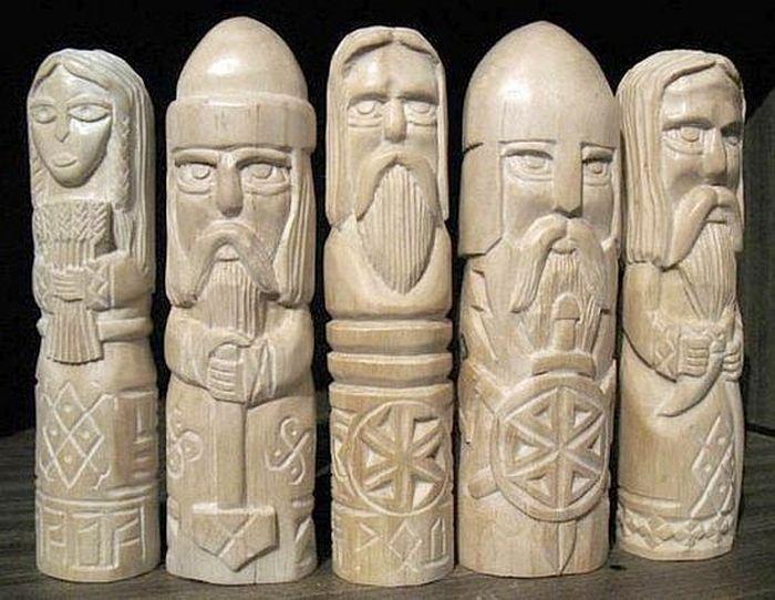 Фигурки идолов восточных славян