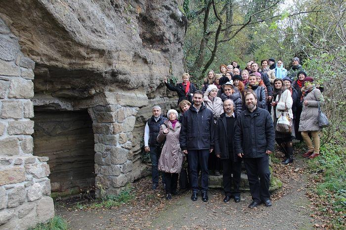 Паломничество к древним скитам православных монахов в Тихани. 2014