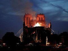 Пожар в соборе Парижской Богоматери потушили не полностью