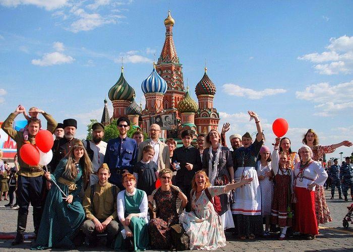 Фольклорный ансамбль «Камышинка» на Красной площади 9 мая