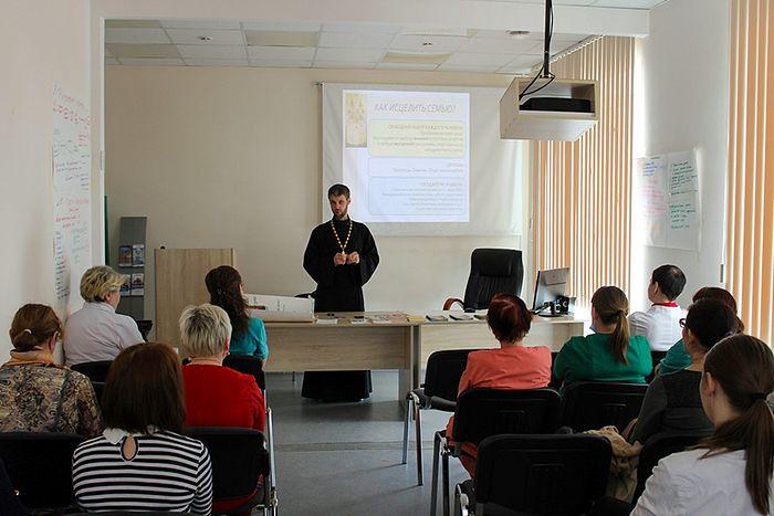 Иерей Максим Стыров на встрече со специалистами и студентами-практикантами больницы г. Сыктывкара