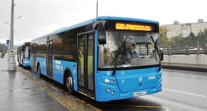 Более тысячи бесплатных автобусов будут работать в Москве в пасхальные праздники