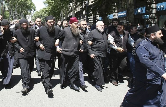 Georgian church clergymen and activists unite to protest against a gay pride rally in Tbilisi, Georgia, Friday, May 17, 2013. Photo: news.yahoo.com
