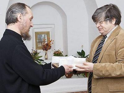 Музей Кириллова отдал Церкви на пять лет ковчег с частицами мощей 20 святых