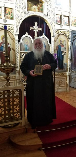 Отец Стефан с обновившейся иконой