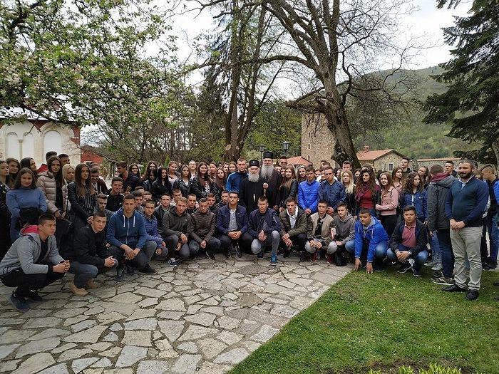 Патриарх Сербский Ириней с сербской молодежью Косово и Метохии. Печская патриархия, 12 апреля 2019 г.