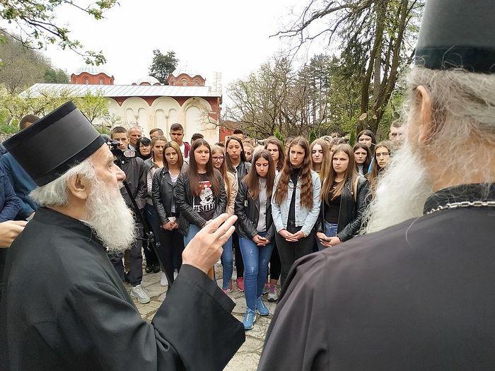 Патриарх Ириней обращается к сербской молодежи Косово и Метохии в Печской патриархии