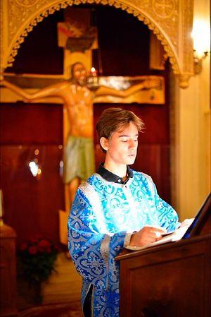 Тот самый Яник, которого геронда хотел оставить в Дохиаре, видимо, прозирая в нем служителя Христова
