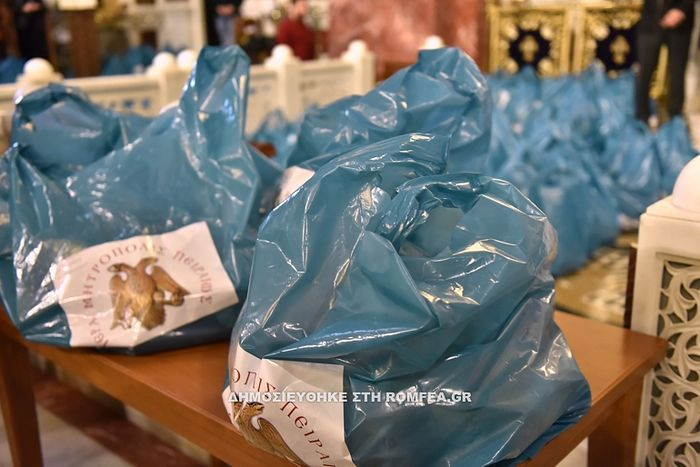 """Greek dioceses continue """"Parcels of Love"""" tradition with 7,000+"""