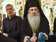 """Greek dioceses continue """"Parcels of Love"""" tradition with 7,000+ gifts for struggling Greeks"""