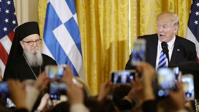 Архиепископ Димитрий Греческой Православной Архиепископии Америки и Дональд Трамп. Фото: www.globallookpress.com