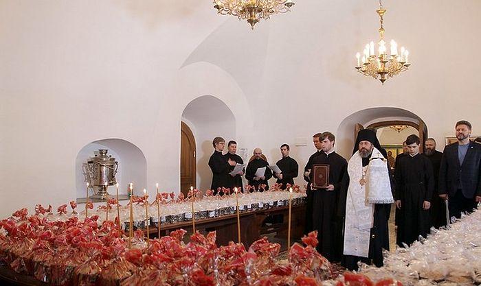 В Новоспасском монастыре освящены куличи для российских военнослужащих в Сирии