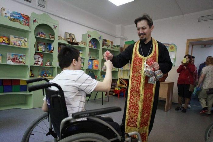 Более 13 тысяч нуждающихся поздравит с Пасхой православная служба помощи «Милосердие»