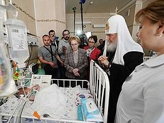 Patriarch Kirill visited sick children on feast of Pascha
