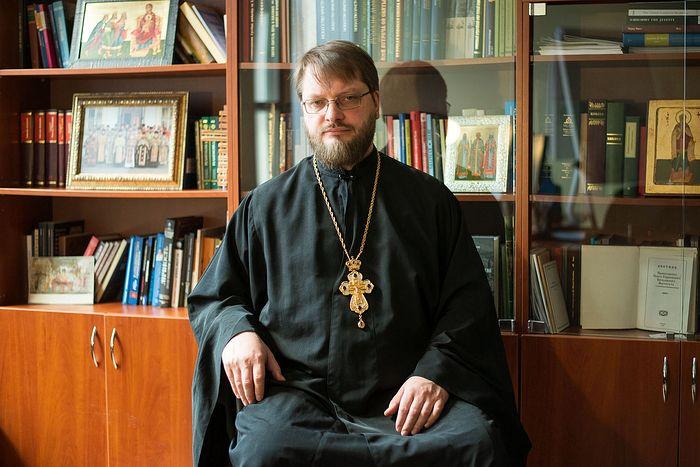 Священник Николай Емельянов